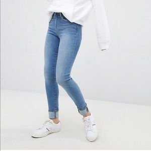 Levi's 721 High Rise Skinny Jeans Light Wash 26